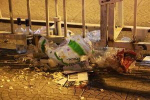 Sân vận động Mỹ Đình ngập rác trước giờ bóng lăn