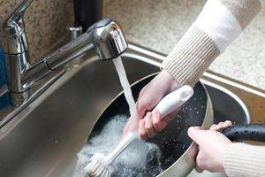 Những lỗi sai hầu hết chị em nội trợ đều mắc phải khi dùng chảo chống dính, nhất là cách rửa