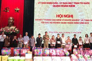 Hà Nội:Tặng quà cho 147 hộ nghèo, người cao tuổi cô đơn, trẻ em có hoàn cảnh khó khăn