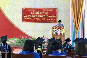 Trường Cao đẳng Nghề Gia Lai trao bằng cử nhân ngành lưu trữ học cho sinh viên