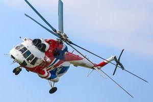 Clip: Màn nhào lộn ấn tượng của trực thăng Nga trên bầu trời Hà Nội