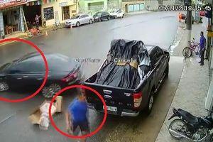 Clip: Sau pha drift suýt giết người, tài xế ô tô tỉnh bơ nhấn ga bỏ đi