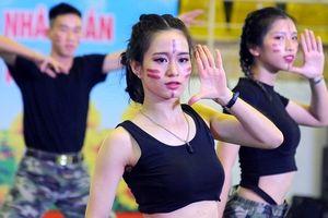 Nữ sinh công an nhảy bốc lửa trong ngày hội 'Thắp sáng ước mơ tuổi trẻ CAND'