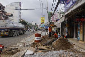Cận cảnh 'con đường đau khổ', đầy ổ gà, ổ voi khiến dân Sài Gòn ám ảnh