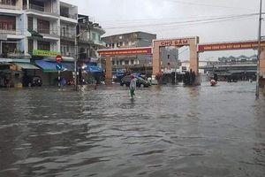 Bão số 8 suy yếu thành áp thấp nhiệt đới gây sạt lỡ đất ở TP. Nha Trang, 1 phụ nữ tử vong, 1 trẻ em mất tích