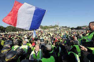 Biểu tình chống chính phủ tại Pháp, một người thiệt mạng