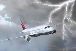 Máy bay đến Nha Trang phải hạ cánh ở TP.HCM vì áp thấp nhiệt đới