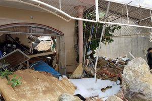 Vỡ hồ nhân tạo khiến 3 người chết, 10 nhà sập ở Nha Trang