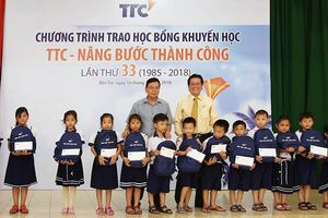Trao học bổng 'TTC – Nâng bước thành công' tại Bến Tre