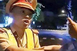 Thanh niên bị cáo buộc 'thúc cùi chỏ' vào CSGT: 'Tôi mệt mỏi lắm'
