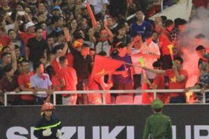 CĐV đốt pháo sáng, ĐT Việt Nam có phải đá sân trung lập khi gặp Campuchia?