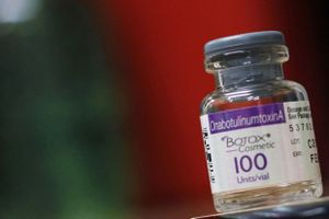 Tiêm Botox: Phương pháp làm đẹp kỳ diệu hay nguy cơ tử vong tiềm tàng?