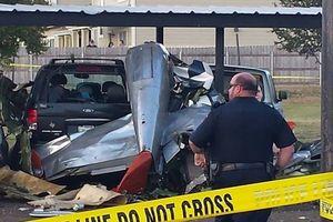 Máy bay lao xuống bãi đậu xe ở Mỹ, ít nhất 2 người thiệt mạng