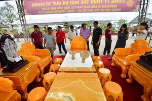 'Choáng' với bộ bàn ghế đá quý trị giá 8 tỷ tại Hà Nội