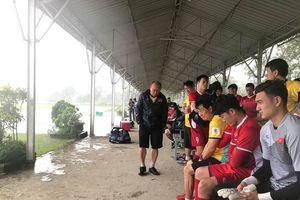 Tuyển Việt Nam gặp xui ở buổi tập đầu tiên tại Myanmar