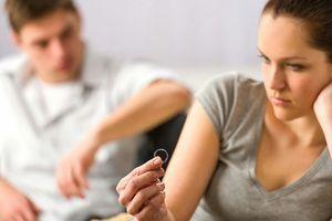 Vợ trẻ ấm ức vì chồng cặp bồ vừa già vừa xấu