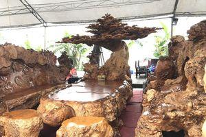Bỏ 1 triệu USD mua 4 bộ ghế: Thương lái Tàu càn quét hàng độc trên đất Việt