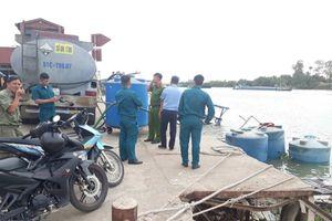 Thuyền chở 26 tấn hóa chất chìm xuống sông Đồng Nai