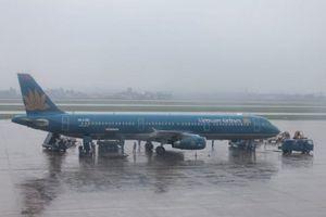 Nhiều hãng hàng không phát thông báo, cảnh báo hành khách về ngập úng, sạt lở