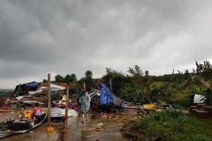 Hàng chục du khách ở Gành Đá Đĩa bị thương vì cơn lốc dữ