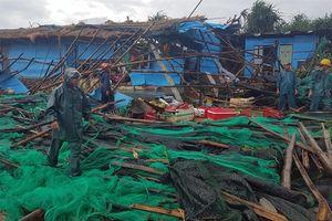 Lốc xoáy bất ngờ ập tới gành Đá Đĩa làm 27 người bị thương