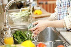 Ngâm rau quả vào nước muối sẽ 'sạch' được thuốc trừ sâu?
