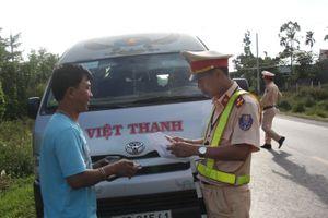 Theo chân CSGT Đắk Lắk bắt xe khách vi phạm trên QL26