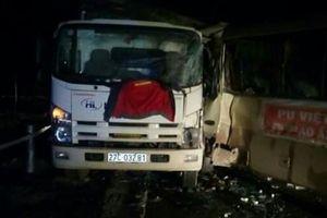 Sơn La: Xe khách va chạm xe tải, 6 người bị thương