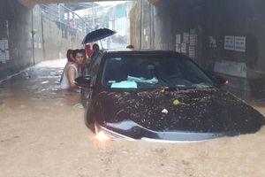 Mưa lớn tại Khánh Hòa, nhiều nơi bị ngập sâu, sạt lở