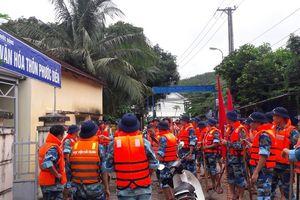 Học viện Hải quân ứng cứu người dân Nha Trang đối phó mưa lũ