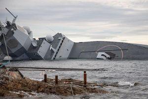 Sau va chạm với tàu dầu, tàu chiến NaUy đang sắp chìm hẳn