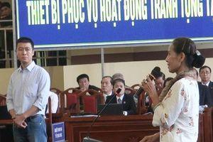 Dì ruột và mẹ nghẹn ngào khi nói về bị cáo Phan Sào Nam