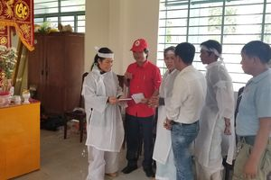 Cứu trợ khẩn cấp hỗ trợ các gia đình bị thiệt hại do mưa lũ tại tỉnh Khánh Hòa