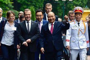 Lễ đón trọng thể Thủ tướng Nga Dmitry Medvedev thăm Việt Nam