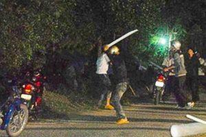 Vừa mở cổng nhà, nam thanh niên bất ngờ bị nhóm côn đồ lao vào chém tử vong