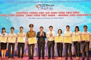 Xúc động những câu chuyện đẹp của sinh viên Việt Nam