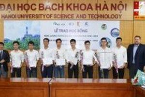 Trao học bổng 'Năng lượng tương lai' cho sinh viên ngành điện