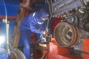 Trung tâm Hậu cần kỹ thuật đảo Sinh Tồn: Kịp thời khắc phục sự cố tàu cá bị nạn trên biển