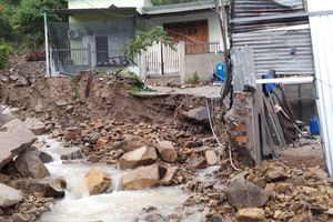 Mưa lũ gây thiệt hại khủng khiếp ở Khánh Hòa: 17 người chết, mất tích