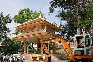 TP.HCM: Nhà bia tưởng niệm liệt sĩ bị tận dụng làm nơi chứa xe, máy xây dựng
