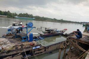 Trục vớt thành công 100 tấn hóa chất Axit clohydric rơi xuống sông Đồng Nai