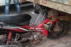 Xe máy va chạm xe công nông, 4 người thương vong