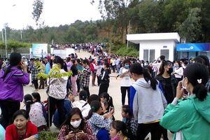 Hơn 3.800 công nhân Công ty TNHH Ny Hoa Việt - Thanh Hóa đình công đòi quyền lợi