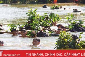 Xem chiến sỹ bộ binh Hà Tĩnh diễn tập vượt sông có vũ khí