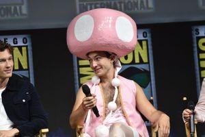 Ezra Miller – Một 'queer' đáng yêu và đầy tài năng tại Hollywood