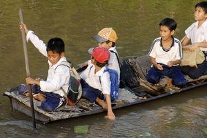 Chùm ảnh: Những con đường đến trường đầy gian nan