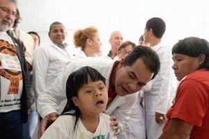 Cuba rút khoảng 8.600 bác sỹ và nhân viên y tế tại Brazil về nước