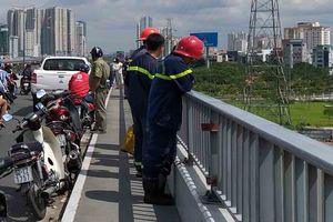 Người đàn ông bỏ xe máy trên cầu, nhảy xuống sông Sài Gòn mất tích