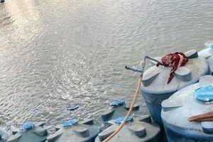 Trục vớt thành công 26 tấn axít clohydric trong vụ chìm tàu ở sông Đồng Nai