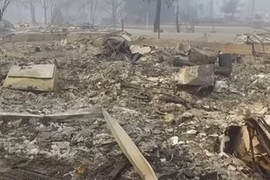 Clip: Khung cảnh hoang tàn như tận thế sau trận hỏa hoạn ở California